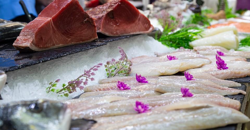Yacht provisioning, fresh tuna